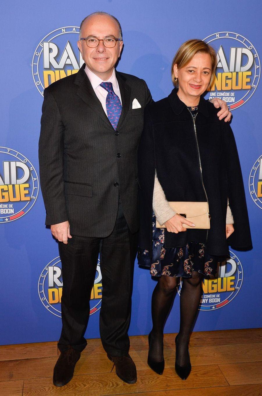Bernard Cazeneuve et son épouse Véronique, àl'avant-première du film «RAID Dingue».