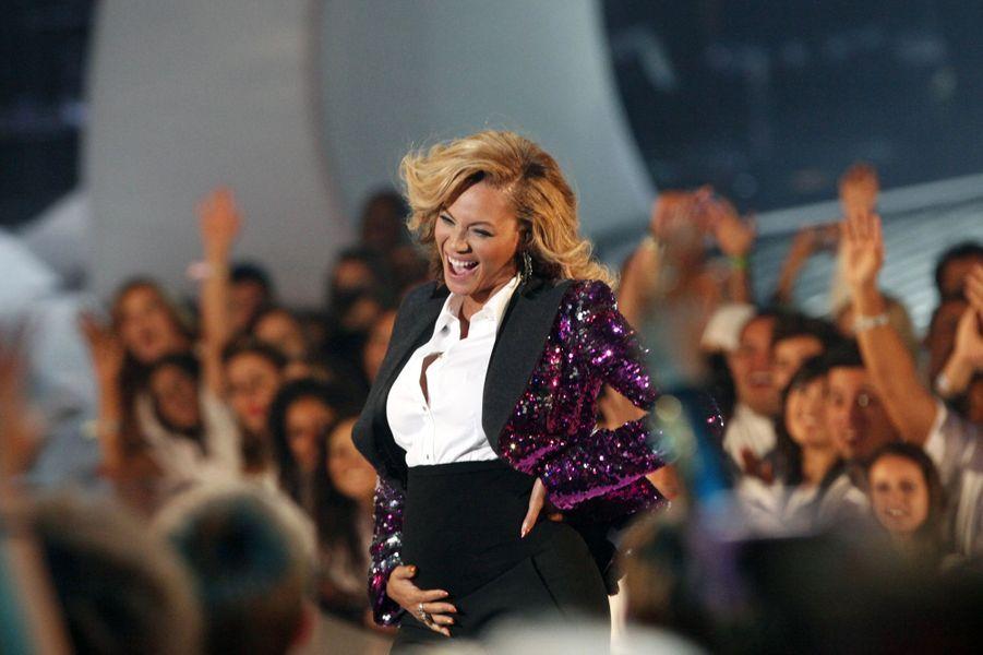 Beyoncé annonce sa grossesse en direct, lors des MTV VMAs, en août 2011.