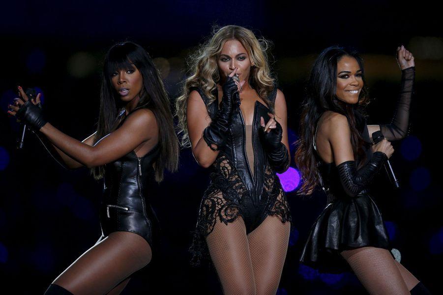 Show de mi-temps du SuperBowl, où Beyoncé a retrouvé ses collègues des Destiny's Child, Kelly Rowland et Michelle Williams, en février 2013.