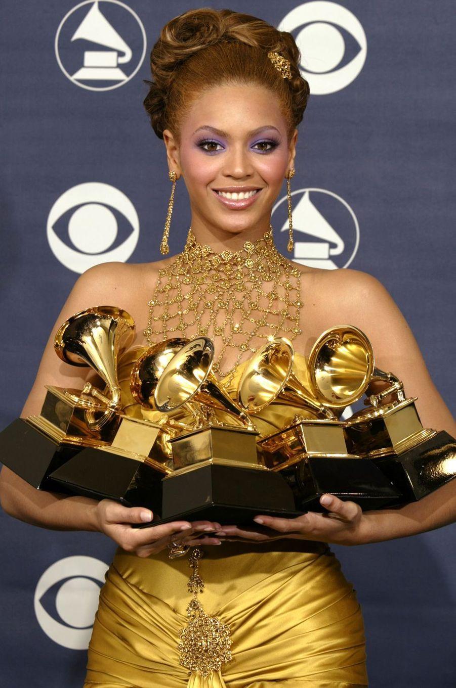 Beyoncé repart avec cinq Grammy Awards, en février 2004.