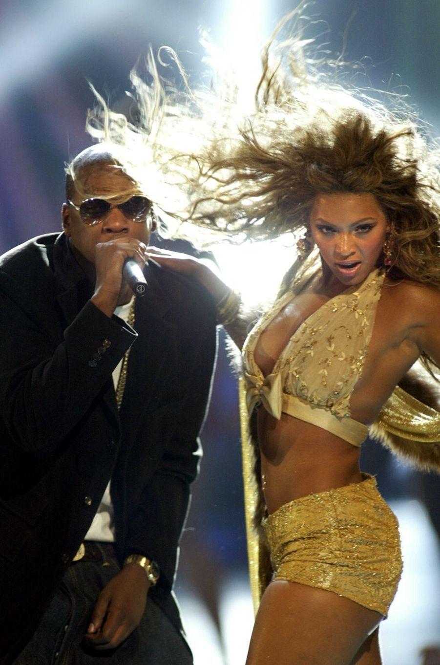 Duo enflammé entre Jay Z et Beyoncé aux MTV VMAs, en août 2003.
