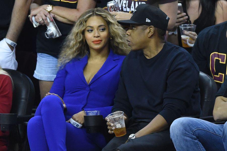 Beyoncé et Jay-Z lors d'un match de basketball en 2016