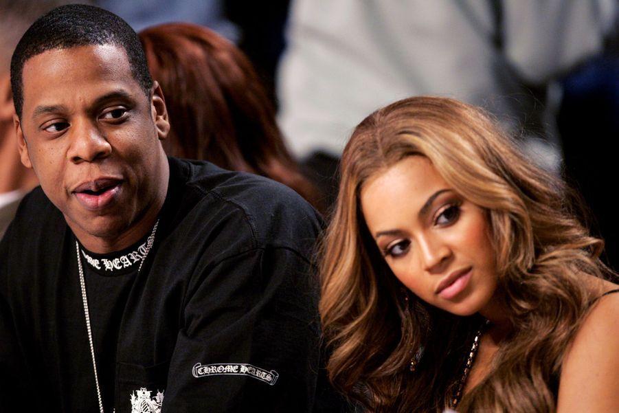 Jay-Z et Beyoncé lors d'un match à Denver en 2005