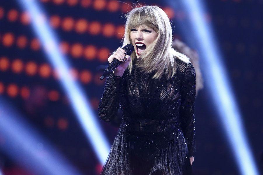 Taylor Swift était... chasseuse de bébêtes.