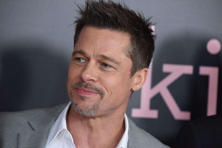 Brad Pitt était... distributeur de flyers.