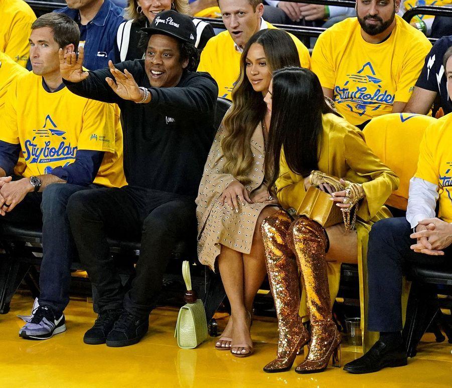 Jay-Z, Beyoncé et Nicole Curran lors d'un match opposant lesGolden State Warriors aux Toronto Raptors le 5 juin 2019 à Oakland