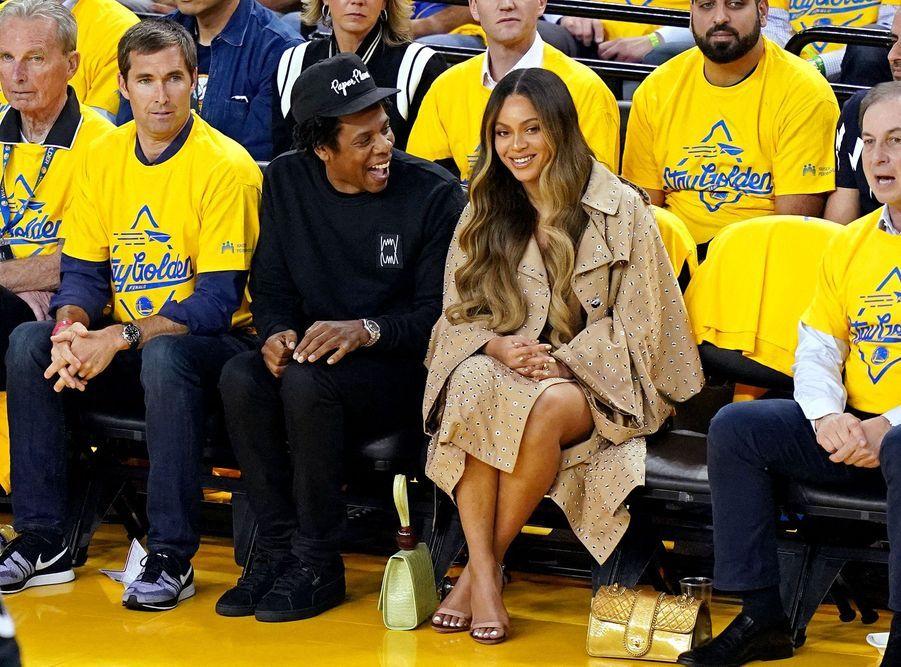 Jay-Z et Beyoncé lors d'un match opposant lesGolden State Warriors aux Toronto Raptors le 5 juin 2019 à Oakland