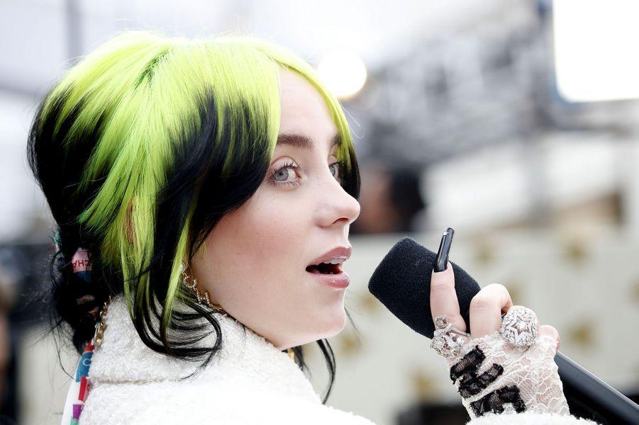 La chanteuse Billie Eilish sur le tapis rouge des Oscars 2020.