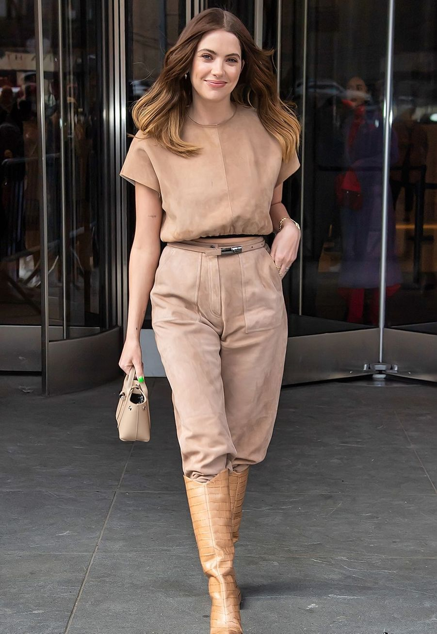 Ashley Benson arrive au défilé Longchamp durant la Fashion Week de New York le 8 février 2020.