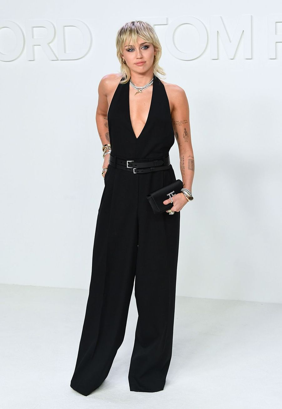 Miley Cyrus arrive au défilé Tom Ford à Hollywood durant la Fashion Week, le 7 février 2020.