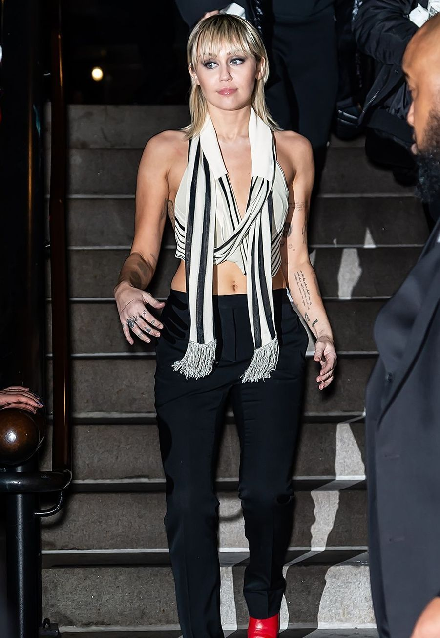 Miley Cyrus se rend au défilé Marc Jacobs pendant la Fashion Week de New York, le 12 février 2020.
