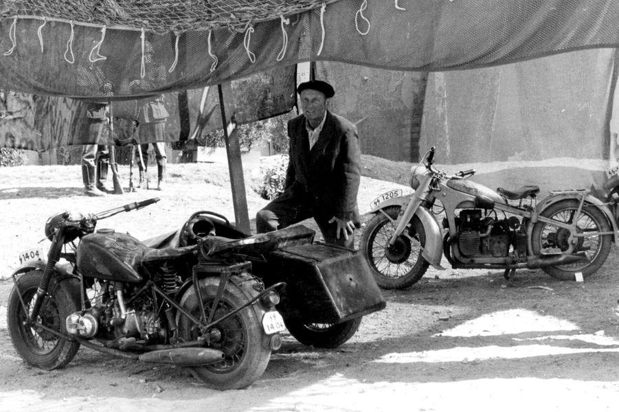 """1970 : Bourvil lors du film """"Le Mur de l'Atlantique""""."""