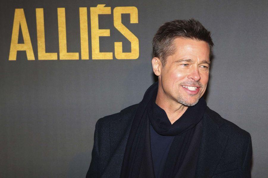 """Evénement à Paris dimanche soir, Brad Pitt en promo du film """"Alliés""""."""