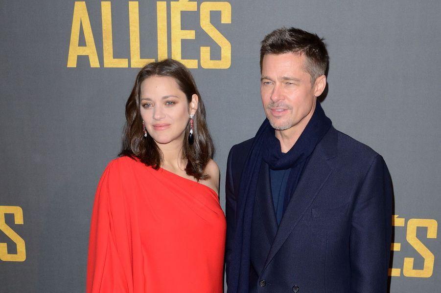 """Marion Cotillard et Brad Pitt, les deux stars du dernier film de Robert Zemeckis """"Alliés""""."""