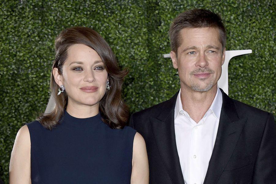 """Brad Pitt et Marion Cotillard à l'avant-première d'""""Alliés"""" à Los Angeles, le 9 novembre 2016."""
