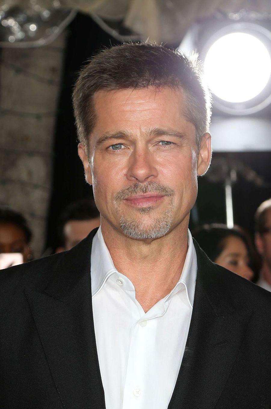 """Brad Pitt à l'avant-première d'""""Alliés"""" à Los Angeles, le 9 novembre 2016."""