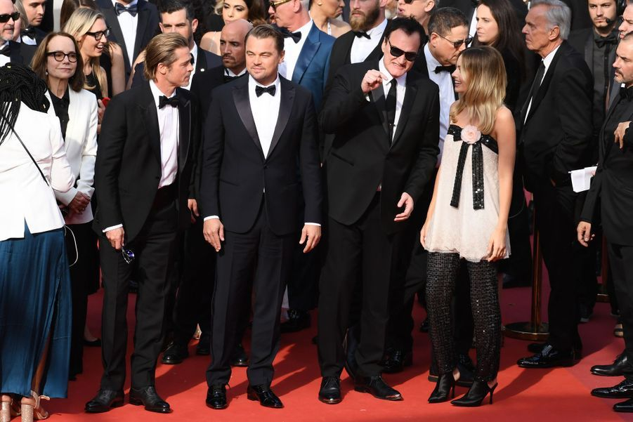 Brad Pitt, Leonardo DiCaprio, Quentin Tarantino et Margot Robbie lors de la montée des marches du film «Once Upon A Time In Hollywood» à Cannes le 21 mai 2019