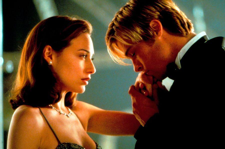 Claire Forlani et Brad Pitt