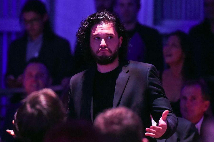 Kit Harington a proposé de participer à la soirée avec Emilia Clarke