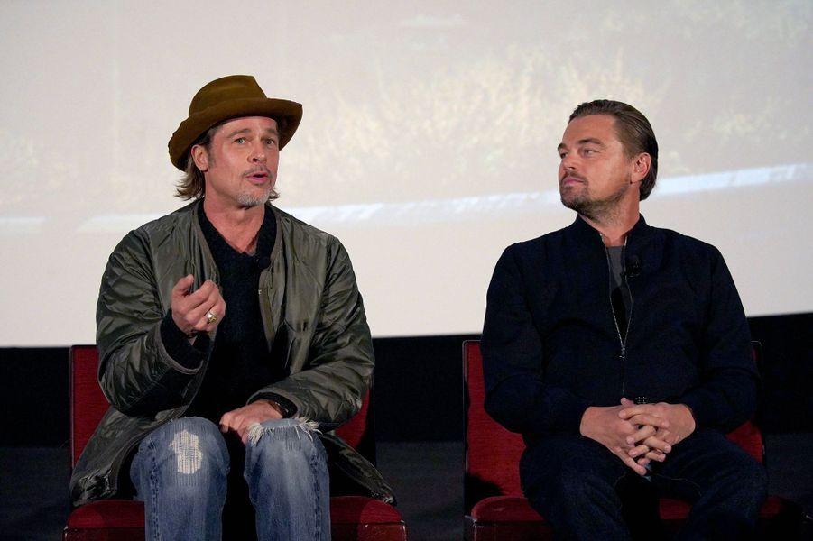 Brad Pitt et Leonardo DiCaprio lors d'un panel Q&A autour du film «Once Upon A Time In Hollywood» à Los Angeles le 17 décembre 2019