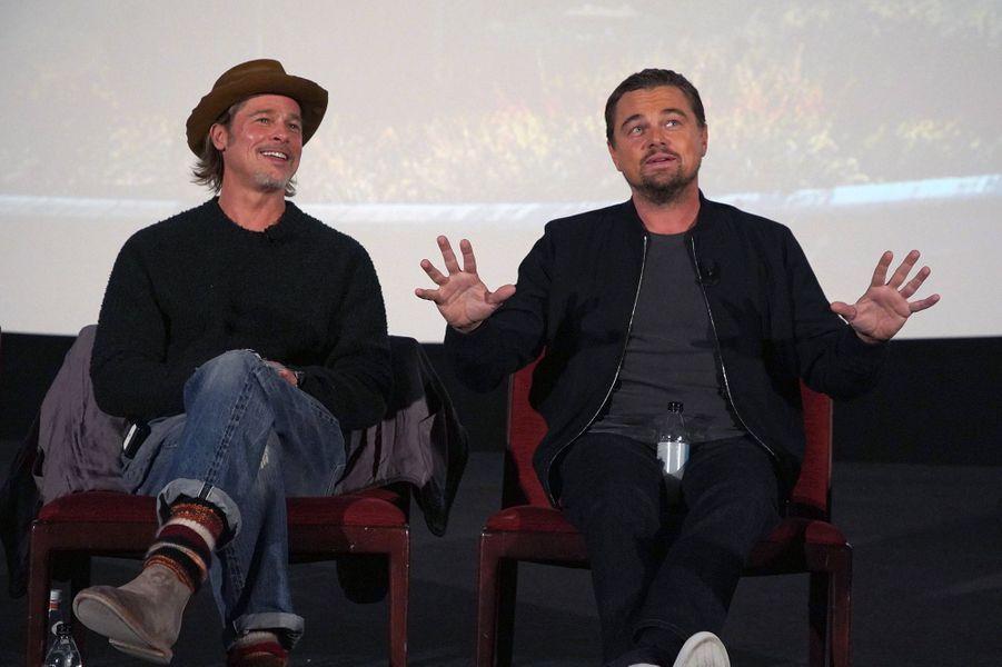 Brad Pitt et Leonardo DiCapriolors d'un panel Q&A autour du film «Once Upon A Time In Hollywood» à Los Angeles le 17 décembre 2019
