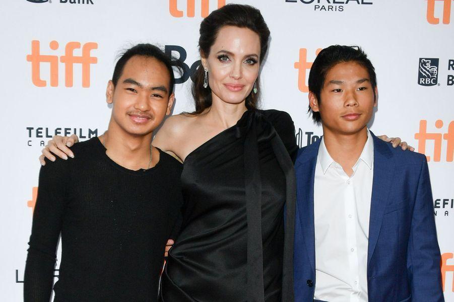 Angelina Jolie avec Maddox et Pax au Festival du film de Toronto en septembre 2017