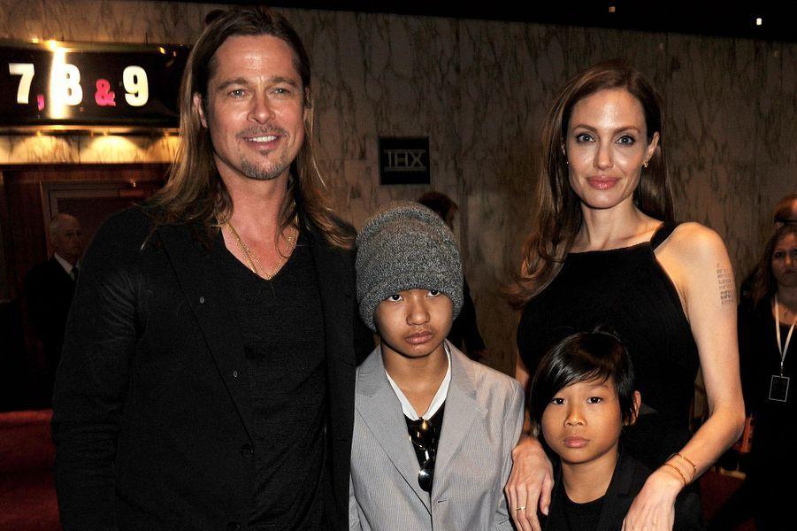 Brad Pitt avec Maddox, Pax et Angelina Jolie à la première du film «World War Z» à Londres en juin 2013