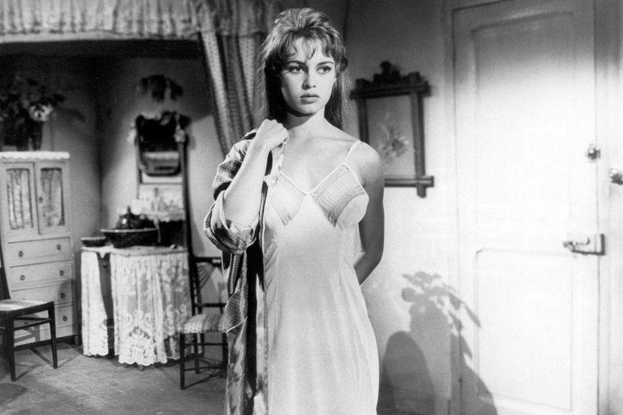 """Brigitte Bardot sur le tournage du film """"La lumière d'en face""""."""