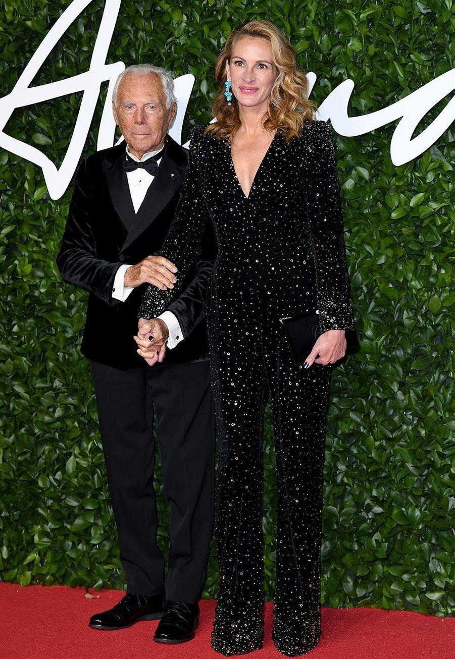 Giorgio Armani et Julia Robertslors des British Fashion Awardsau Royal Albert Hall à Londres le 2 décembre 2019.