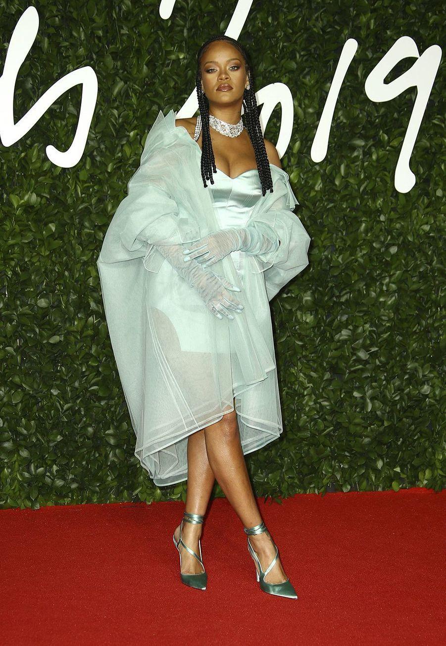 Rihanna lors des British Fashion Awardsau Royal Albert Hall à Londres le 2 décembre 2019.
