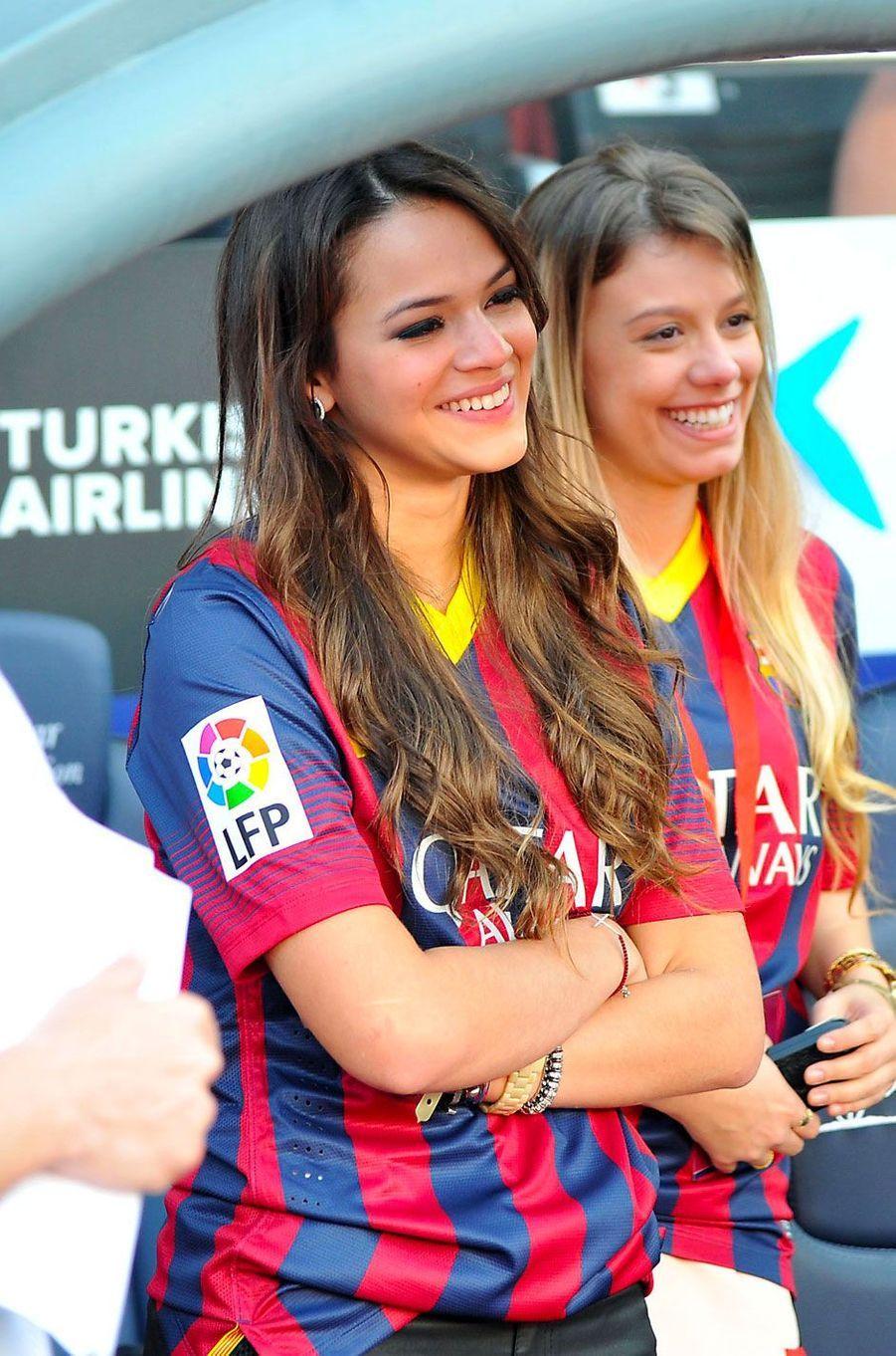 Bruna Marquezine dans les gradins lors d'un match du FC Barcelone en juin 2013