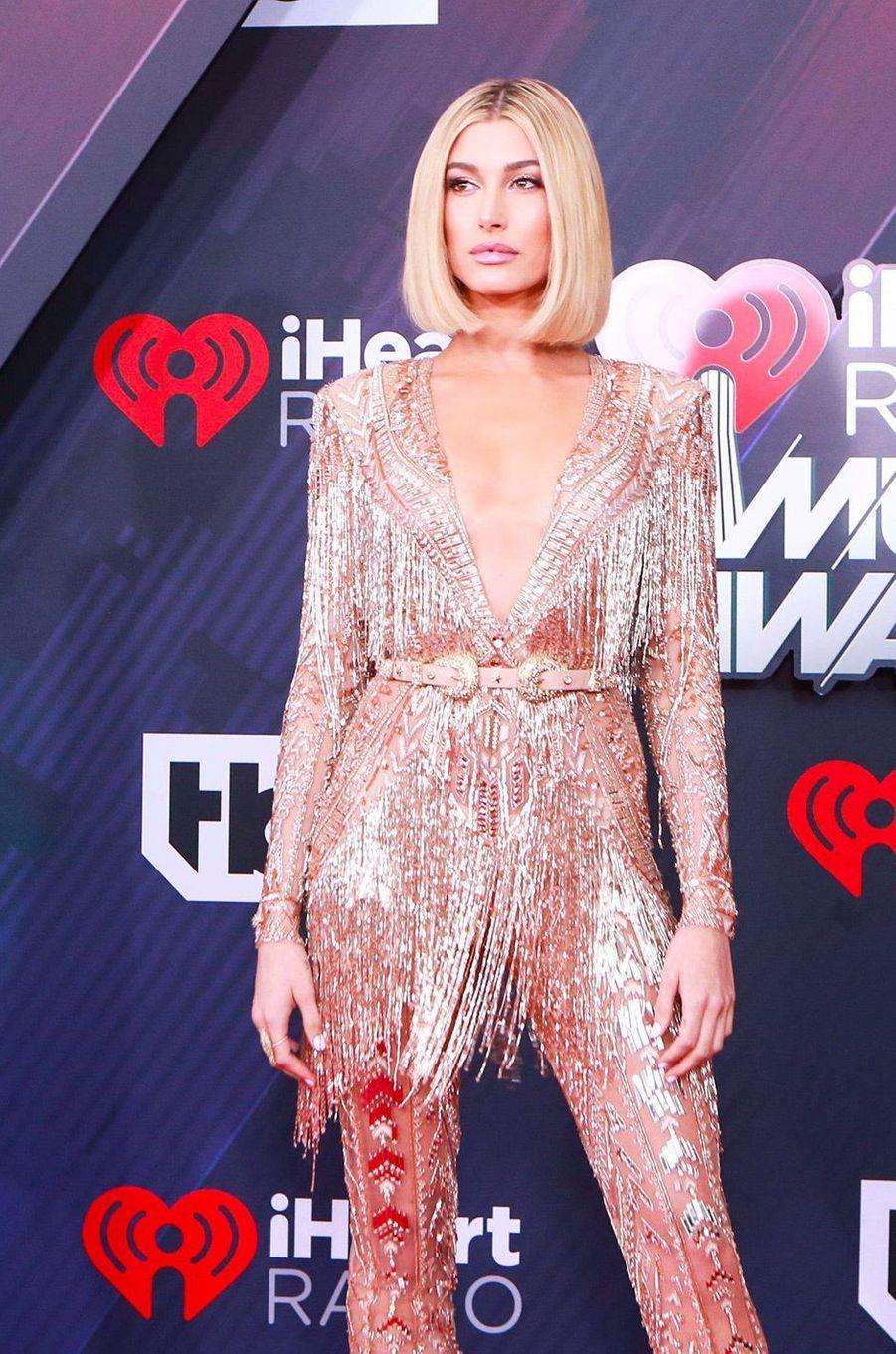 Hailey Baldwin aux iHeart Radio Music Awards