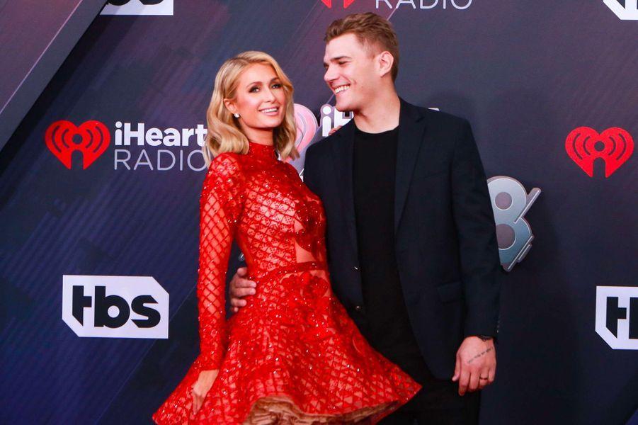 Paris Hilton et Chris Zylka aux iHeart Radio Music Awards