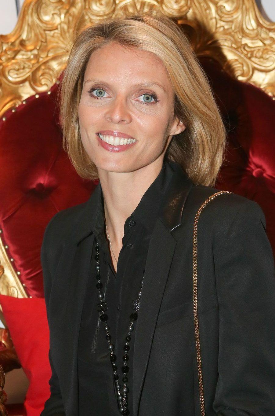 Sylvie Tellier rayonnante.