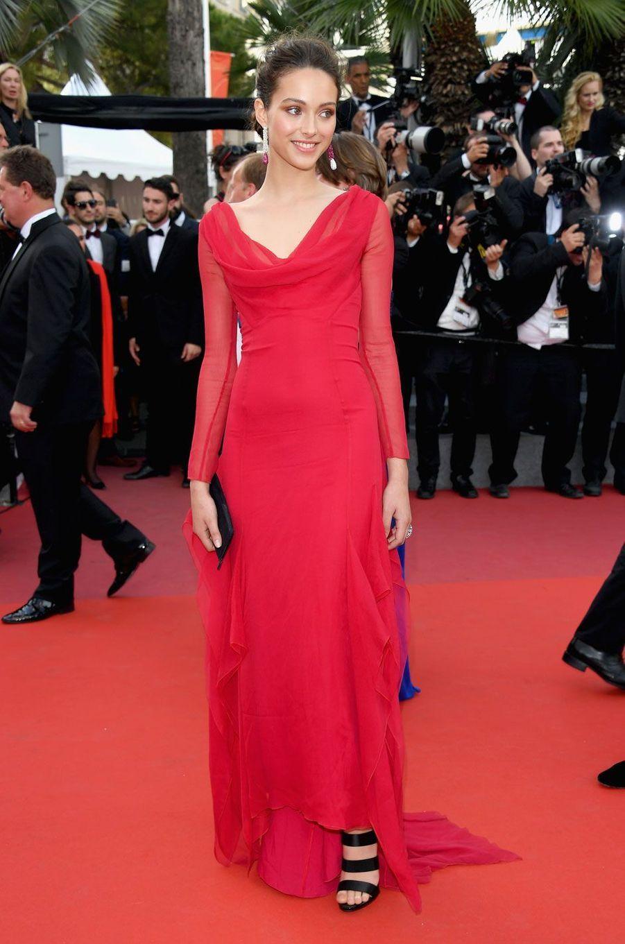 Jenaye Noah éblouissante en robe rouge et bijoux De Grisogono.