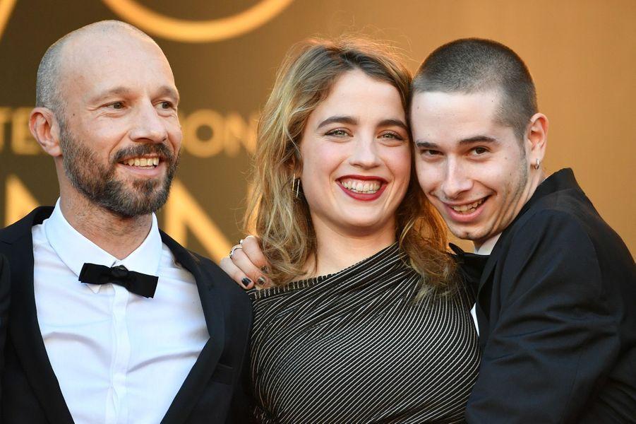 Jean-François Auguste, Adèle Haenel et Ariel Borenstein sur les marches de Cannes, le 20 mai 2017.