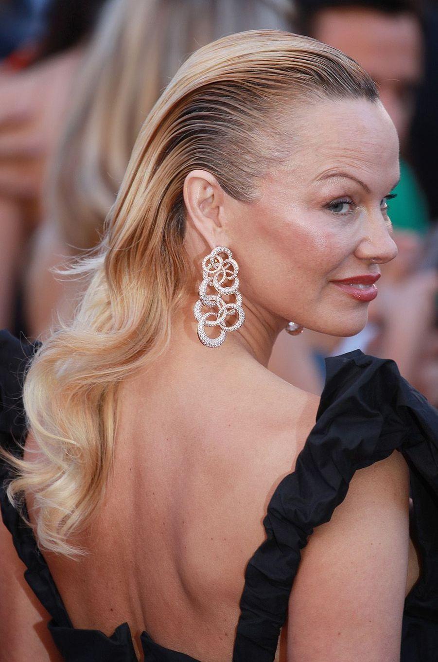 Pamela Anderson sublime avec des bijoux De Grisogono.