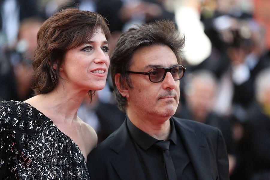 Charlotte Gainsbourg et Yvan Attal en amoureux à Cannes.