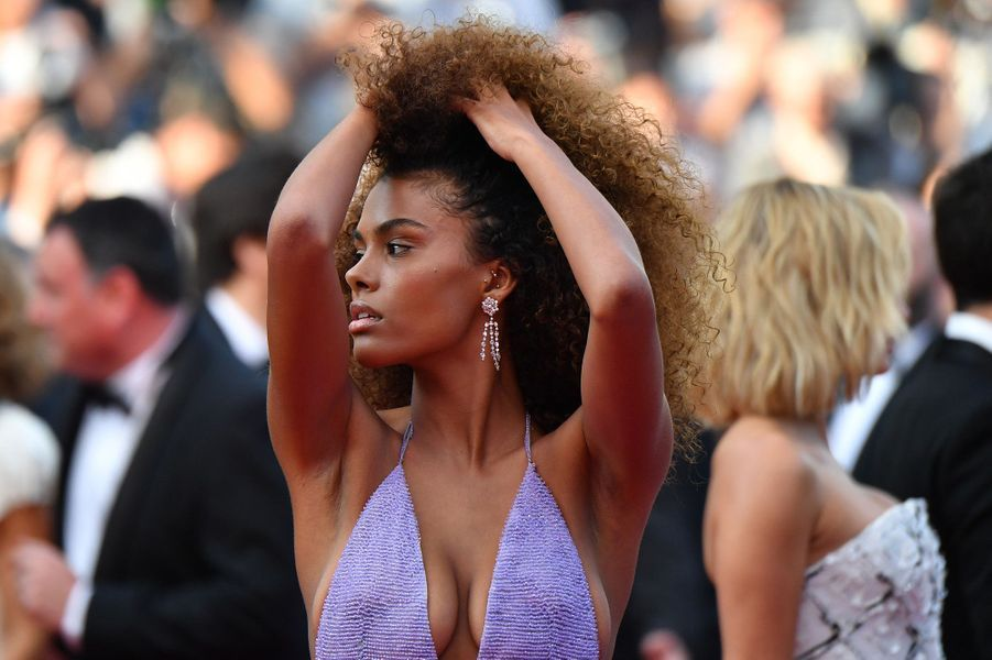 Tina Kunakey, la it-girl sur le tapis rouge du festival de Cannes, le 24 mai 2017.