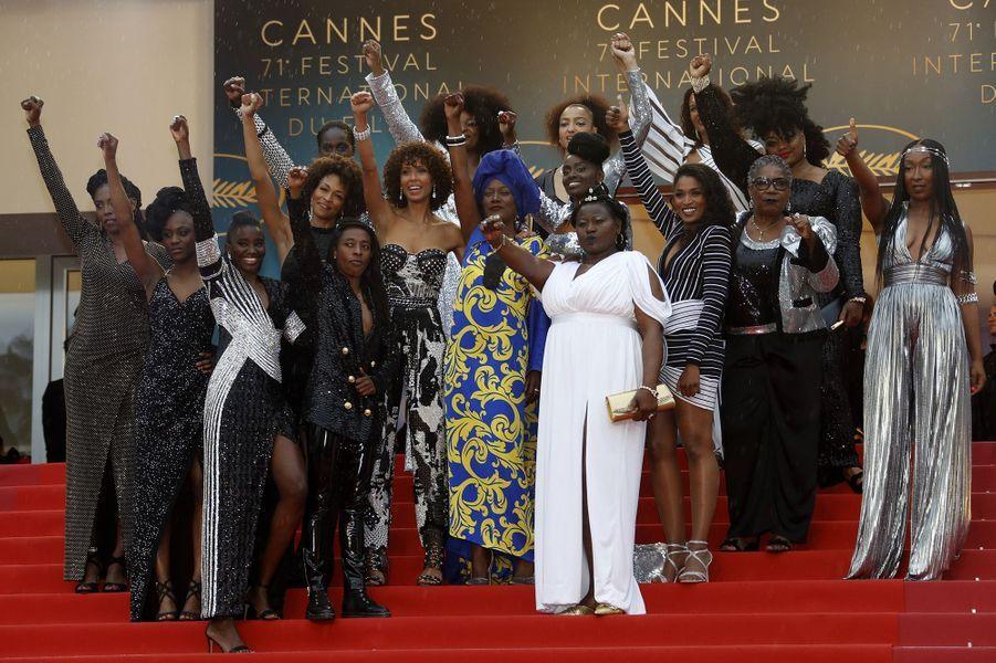 Aïssa Maiga et 15 actrices noires unies pour la diversité dans le cinéma à Cannes, le 16 mai 2018.