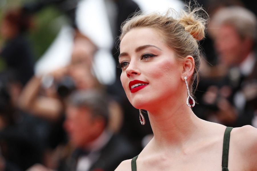 Amber Heard monte les marches du Festival de Cannes, jeudi 10 mai 2018