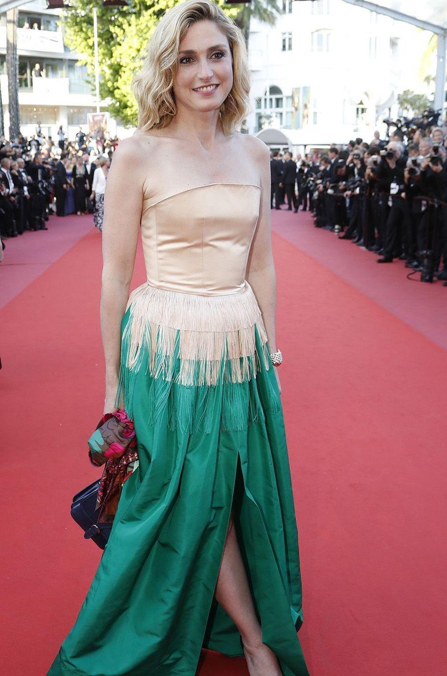 Julie Gayet sur le tapis rouge du festival de Cannes, le 11 mai 2018.