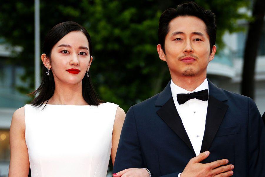 Steven Yeun et Jeon Jong-seo montent les marches à Cannes le 16 mai 2018