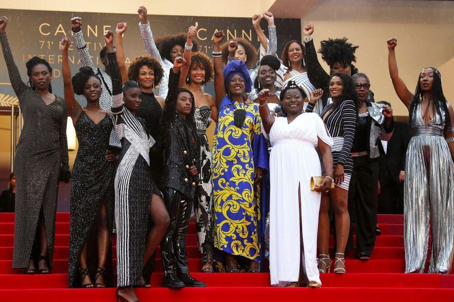 """Le collection """"Noire n'est pas un métier"""" monte les marches à Cannes le 16 mai 2018"""