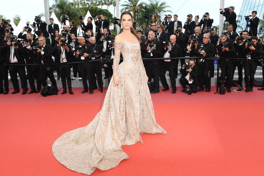 Alessandra Ambrosio à Cannes, le 18 mai 2018.