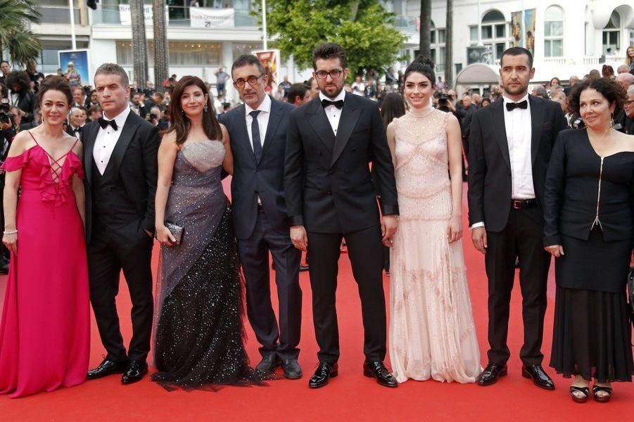 Nuri Bilge Ceylan et l'équipe du film à Cannes, le 18 mai 2018.