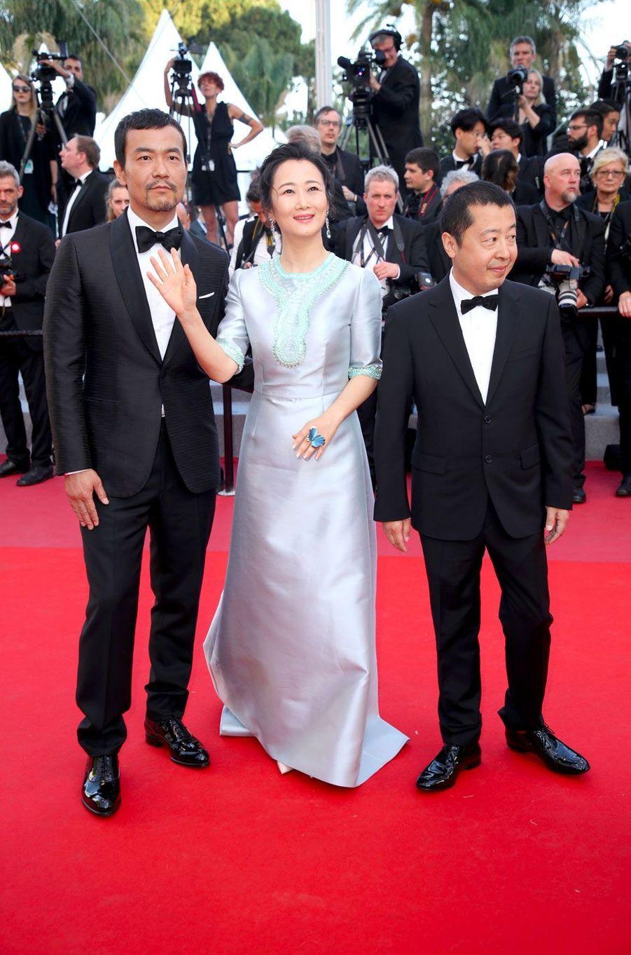 Fan Liao, Zhao Tao et Jia Zhang-ke montent les marches à Cannes le 11 mai 2018