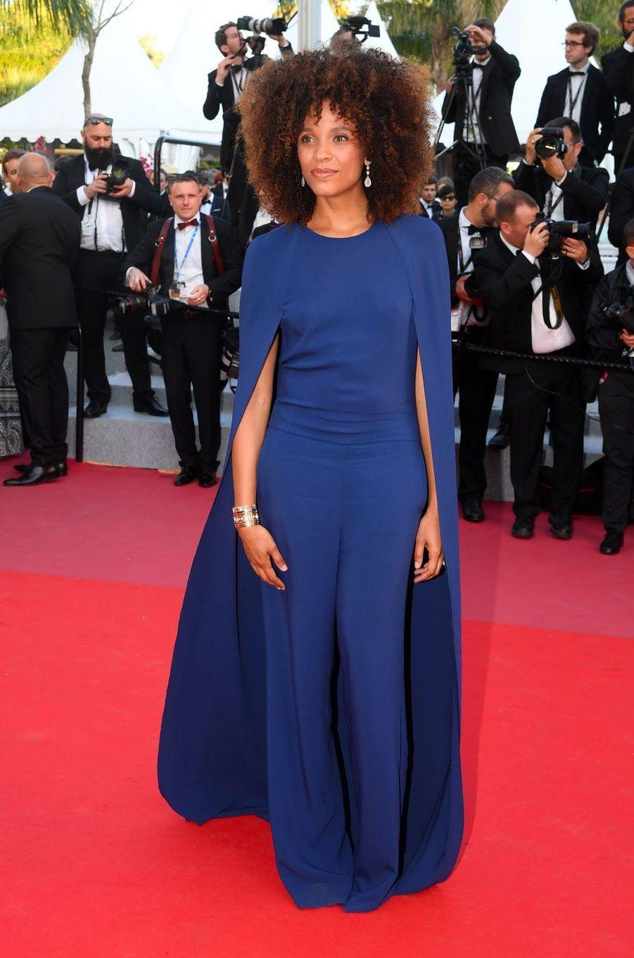 Stefi Celma monte les marches à Cannes le 11 mai 2018