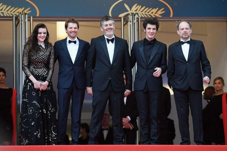 Denis Podalydes, Vincent Lacoste, Christophe Honore, Pierre Deladonchamps et Adele Wismes à Cannes, le 10 mai 2018.