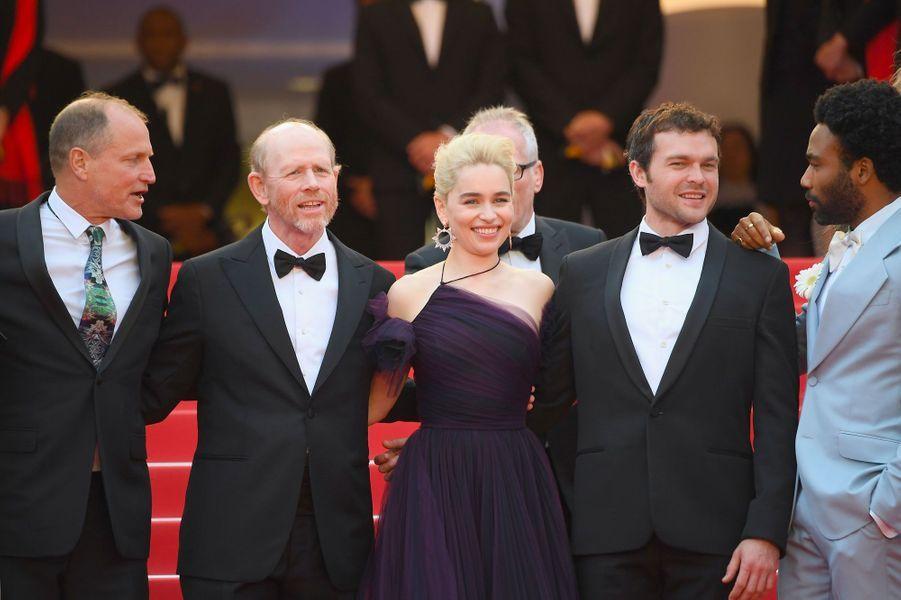 """L'équipe du film """"Solo : A Star Wars Story"""" monte les marches à Cannes le 15 mai 2018"""